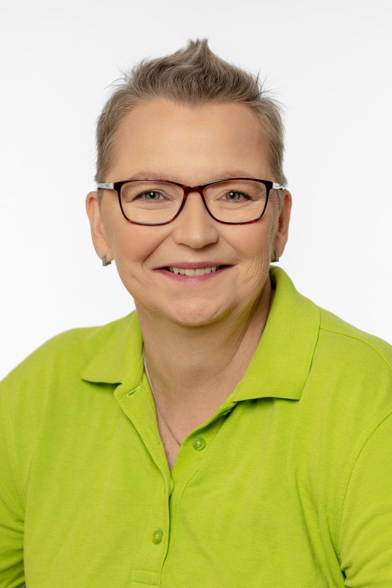 Portraitfoto von Petra Schütte